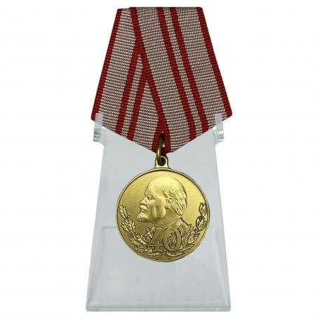 Юбилейная медаль 40 лет Вооружённых Сил СССР на подставке