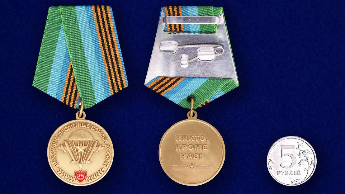 """Юбилейная медаль """"85 лет ВДВ"""" в бархатистом футляре из флока с прозрачной крышкой - сравнительный вид"""