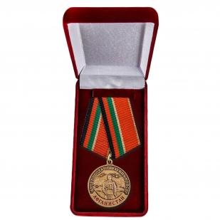 """Юбилейная медаль """"Ввод войск в Афганистан"""" в футляре"""