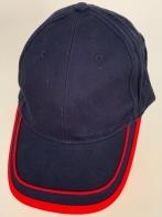 Зачетная бейсболка темно-синего цвета с красной тесьмой на козырьке