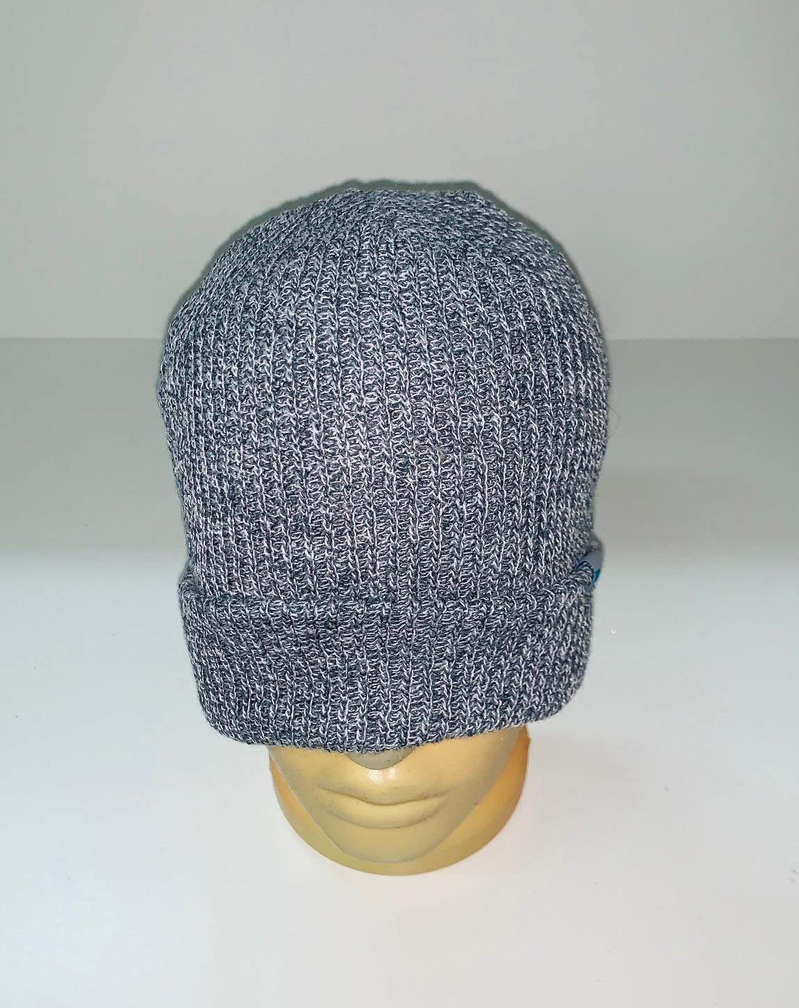 Зачетная серая шапка