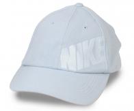 Светлая кепка шестиклинка из приятного фактурного хлопка. Имеет отличную воздухопроницаемость, почти не ощущается на голове, радует доступной ценой!