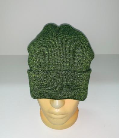 Зеленая модная шапка