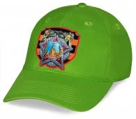 Зеленая практичная кепка из хлопка с авторским принтом Ордена Победы - уникальный дизайнерский головной убор для ветеранов и патриотов. Цена Вас удивит, а качество порадует!