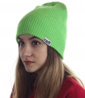 Зеленая шапка Neff для жизнерадостных девушек. Яркий зеленый цвет и модный дизайн привлекут внимание, а теплый материал надежно согреет