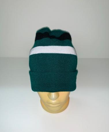 Зеленая шапка с черной и белой полосой