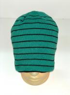 Зеленая шапка в тонкую черную полоску