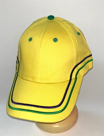 Желтая бейсболка с синими и зелеными полосами