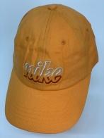 Желтая кепка для занятий спортом