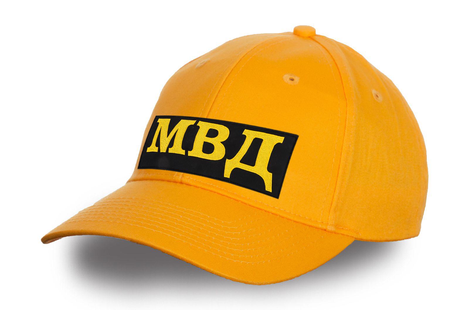 Желтая кепка МВД.