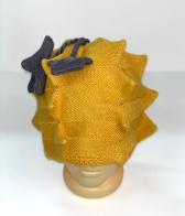 Желтая шапка оригинальной вязки