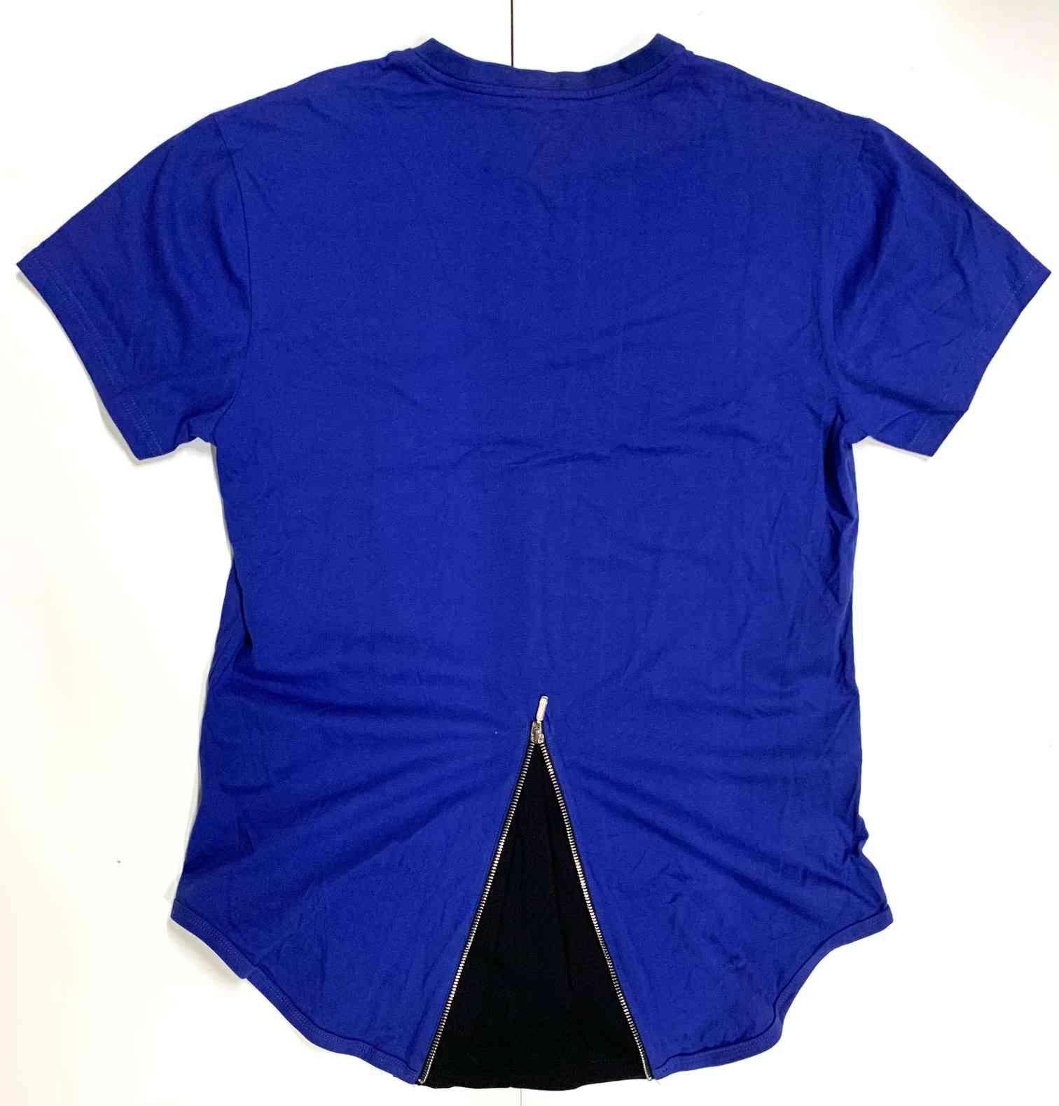 Женская футболка синего цвета с декоративной молнией на спине