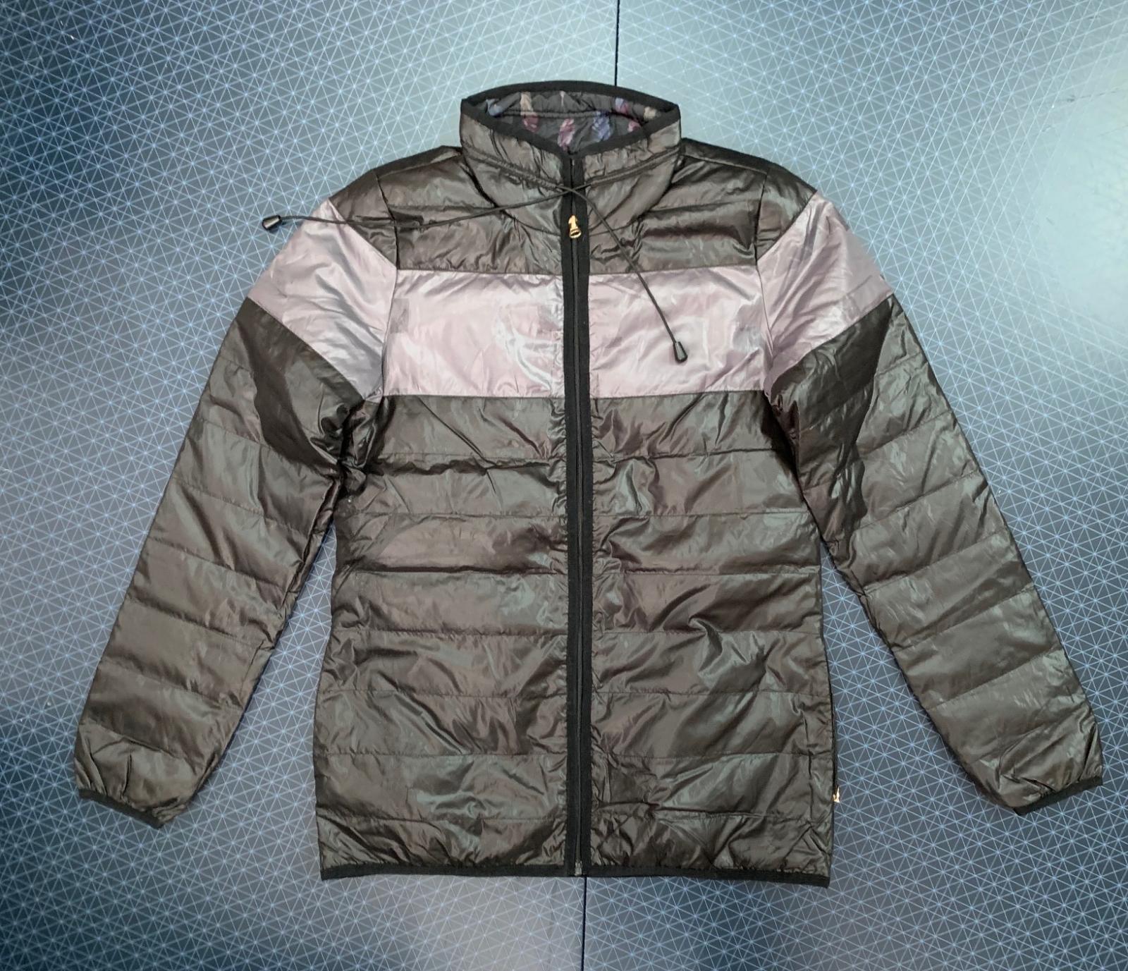 Женская куртка оливкового цвета