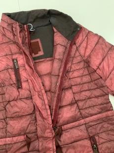 Женская привлекательная куртка розового цвета