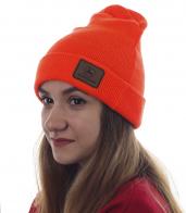 Женская шапка от John Deere. Модель апельсинового цвета в городском стиле. Хит сезона!