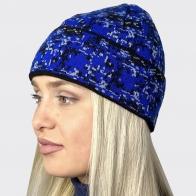 Женская шапка с оригинальным рисунком