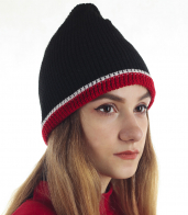 Женская шапочка на флисе в спортивном стиле