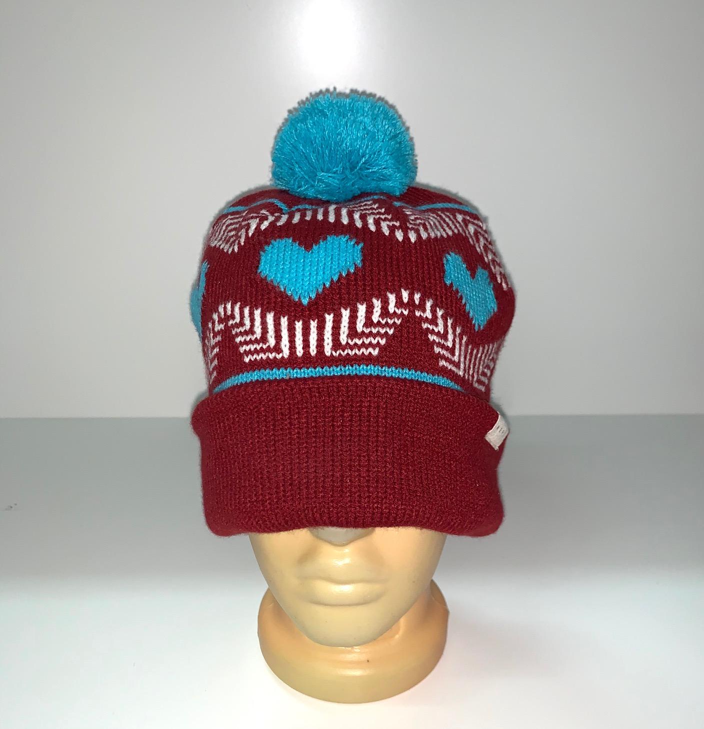Женская трендовая шапка с помпоном