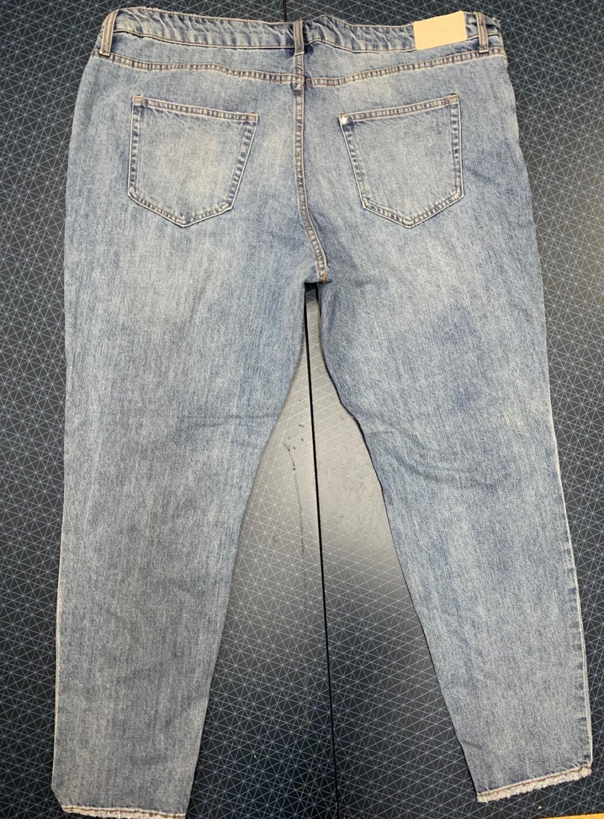 Женские джинсы &Denim размера «плюс» с россыпью бусин и страз на карманах