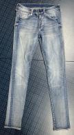 Женские джинсы голубого цвета с потертостями