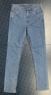 Женские джинсы с мелкими стразами на штанинах
