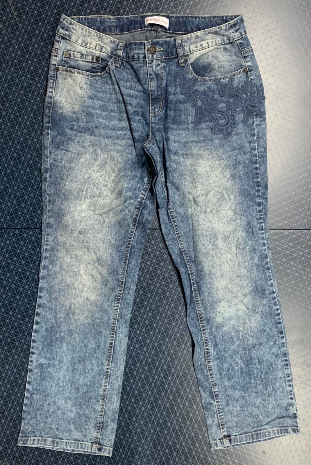 Женские джинсы  с вышивкой