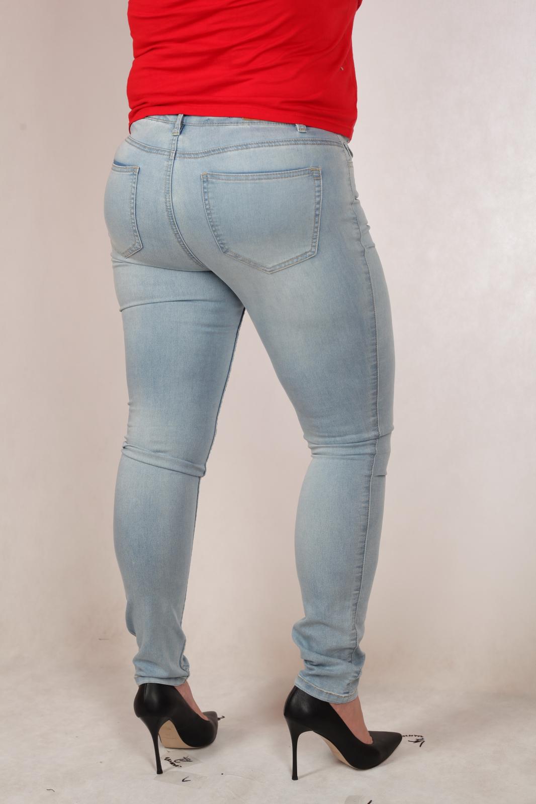Легкие джинсы по низкой цене