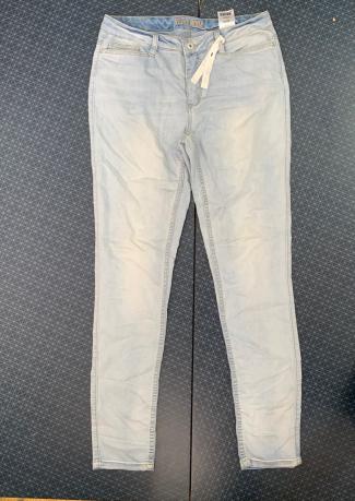 Женские привлекательные джинсы