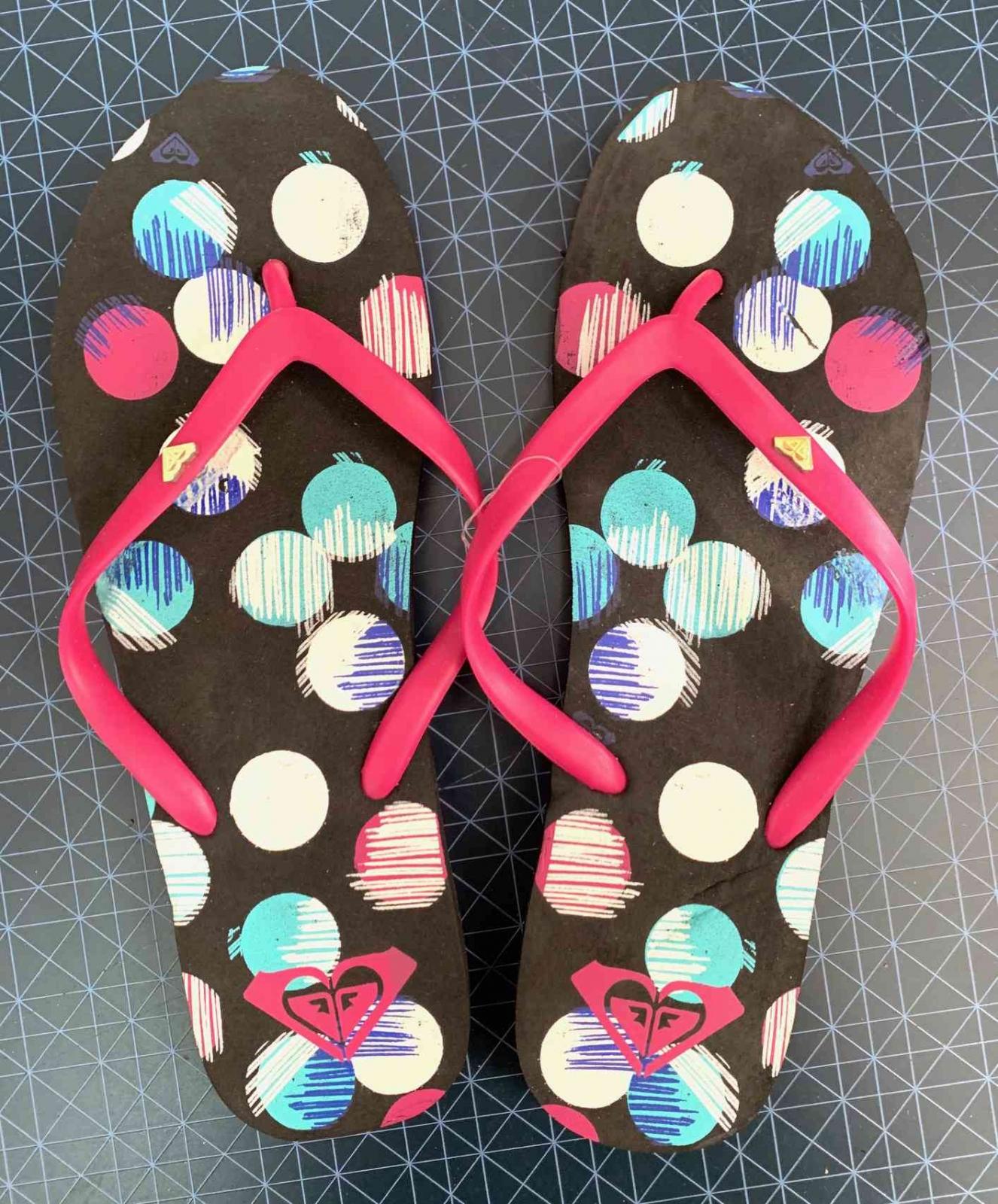 Женские сланцы с весёлой расцветкой ROXY