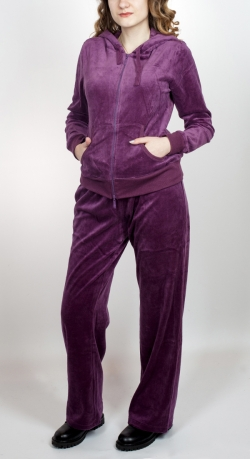 Женский спортивный костюм SHE. Модная двойка цвета спелой сливы. Удачная модель с капюшоном, сочетающая качество, комфорт и стиль