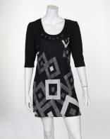 Женственное черное мини-платье с пуговицами на вороте