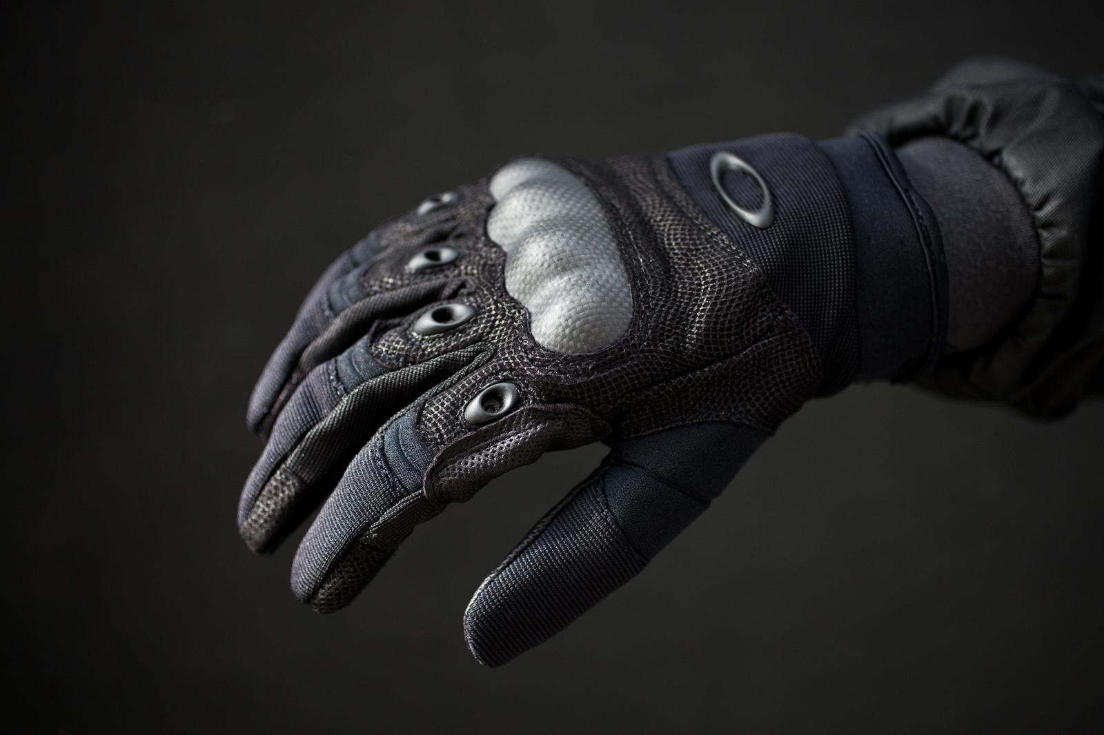 Тактические перчатки  с кевларом -вид на руке
