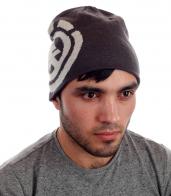 Зимняя мужская шапка с боковым рисунком. Стильно, модно, молодежно.