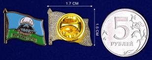 Значок 5 ОБрСпН Марьина Горка- сравнительный размер