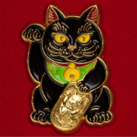 Значок-амулет на удачу с котом Манэки-нэко