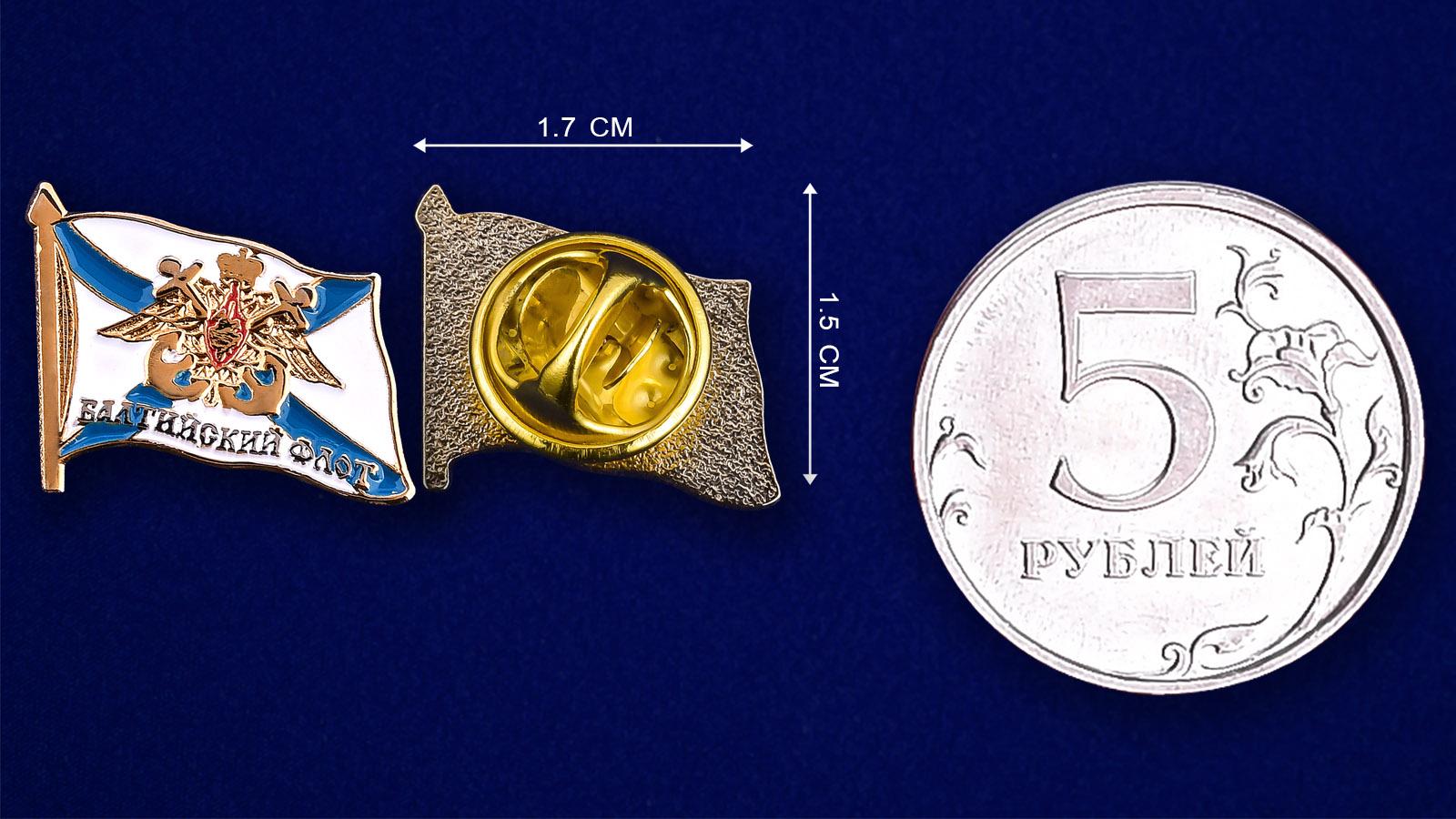 """Значок """"Балтийский флот"""" - сравнительный размер"""