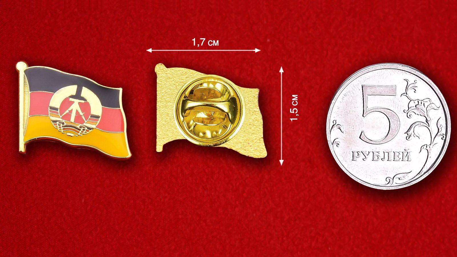 Значок Флага ГДР - сравнительный размер