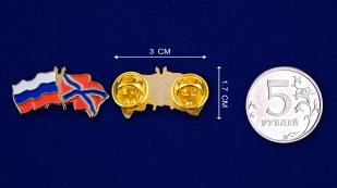 """Значок """"Флаги России и Новороссии""""- сравнительный размер"""