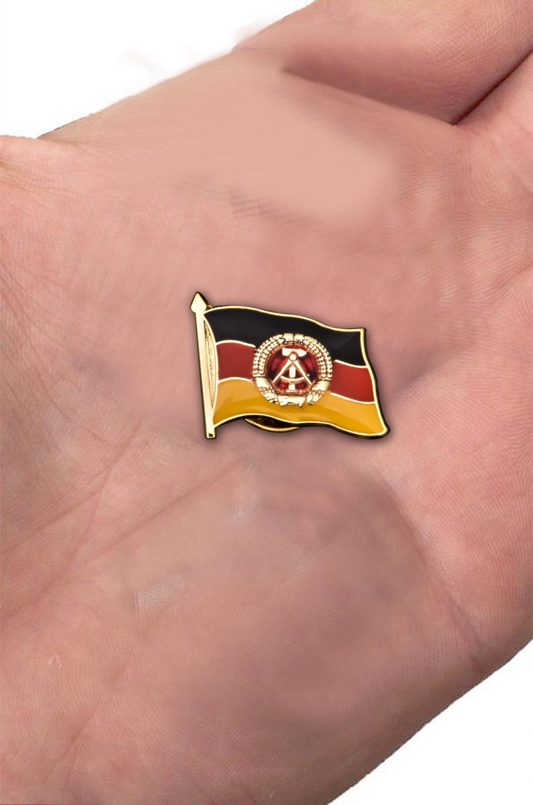 Заказать значок-флажок ГДР