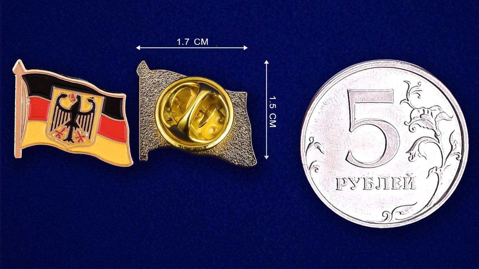 """Значок """"Германия с орлом"""" - сравнительный размер"""