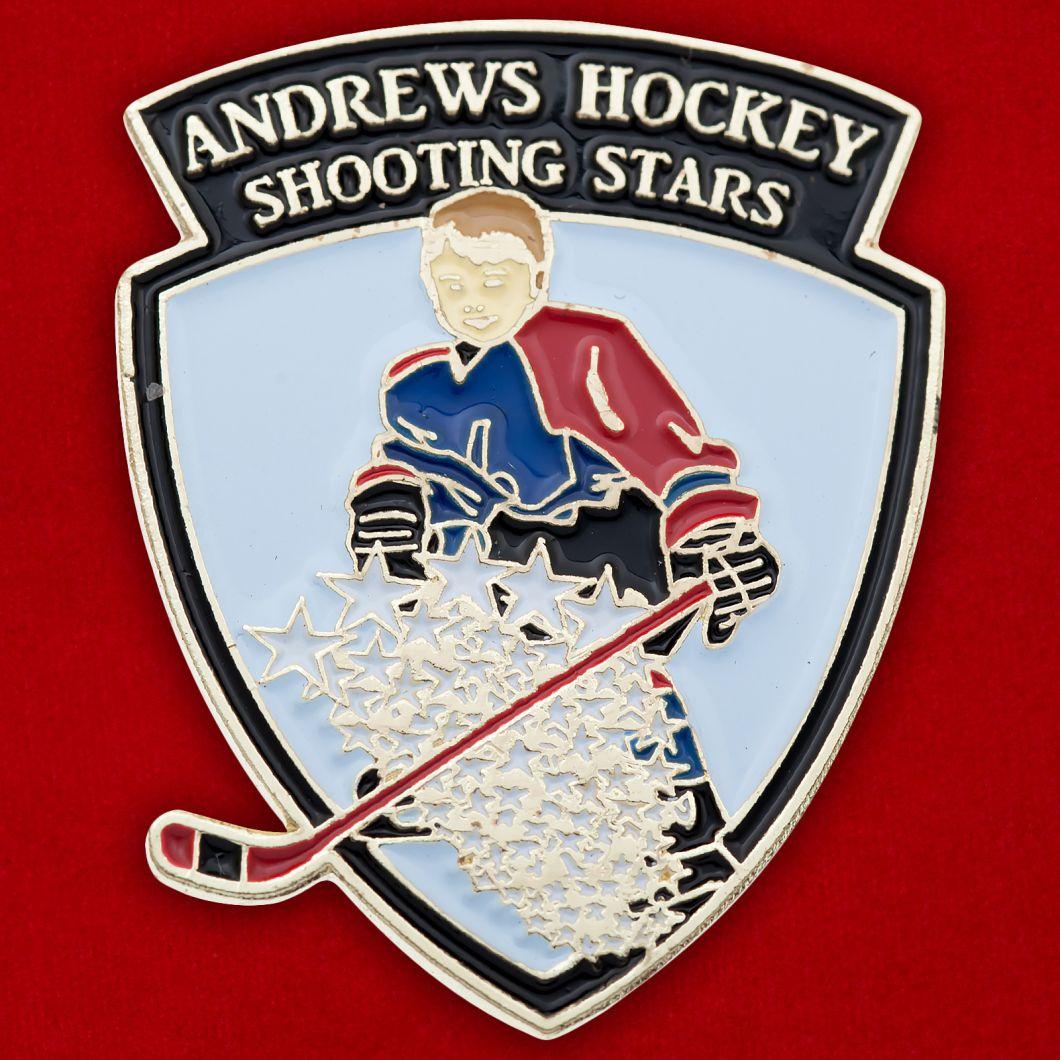 Значок хоккейной команды школы в Сент-Эндрюсе