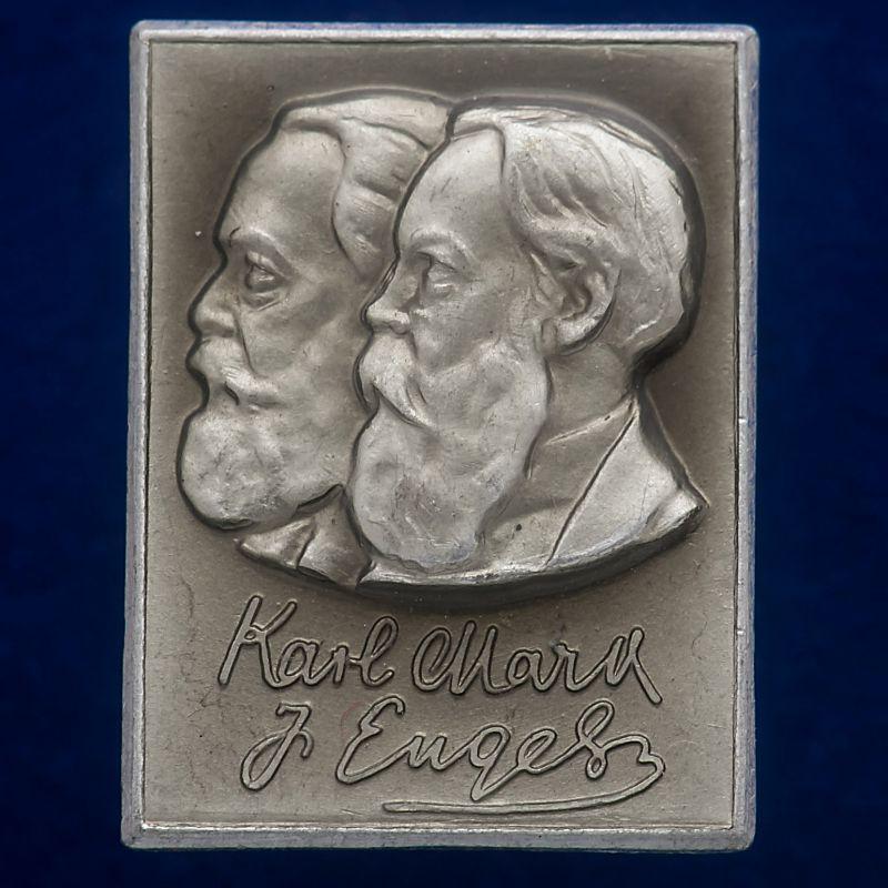"""Значок """"К. Маркс и Ф. Энгельс"""""""