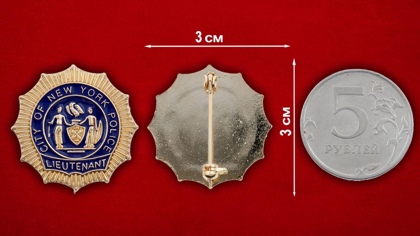 Значок лейтенанта полиции Нью-Йорка - сравнительный размер