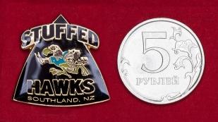 Значок любительского клуба по регби Stuffed Hawks, Новая Зеландия