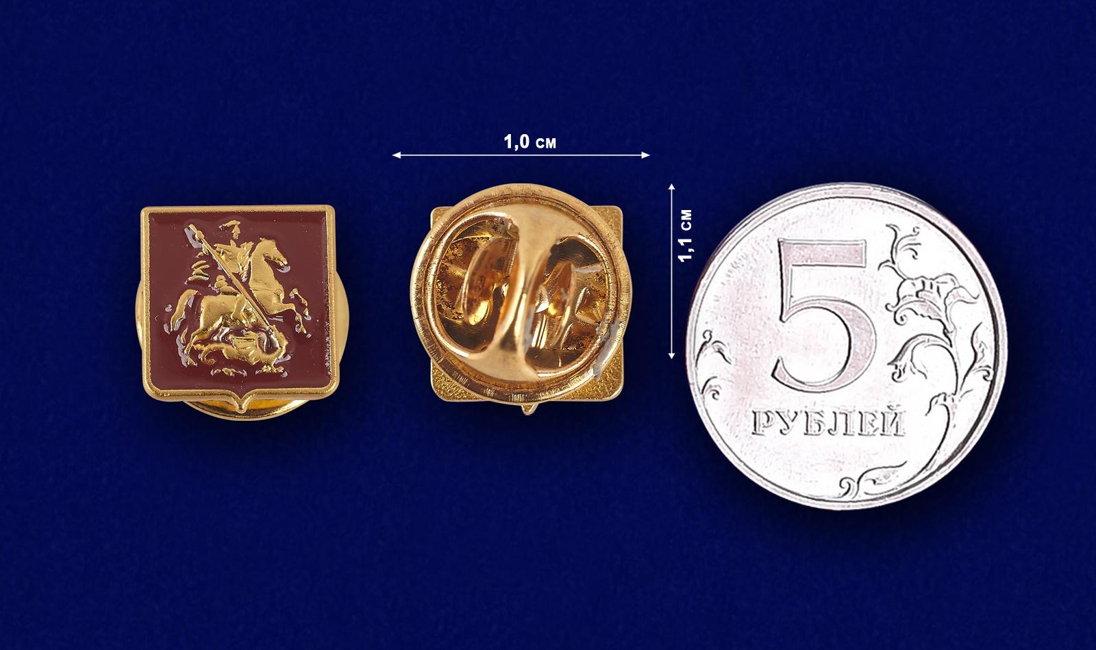 """Значок """"Москва"""" на лацкан пиджака - сравнительный размер"""