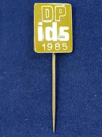 Значок на иголке DP ids 1985