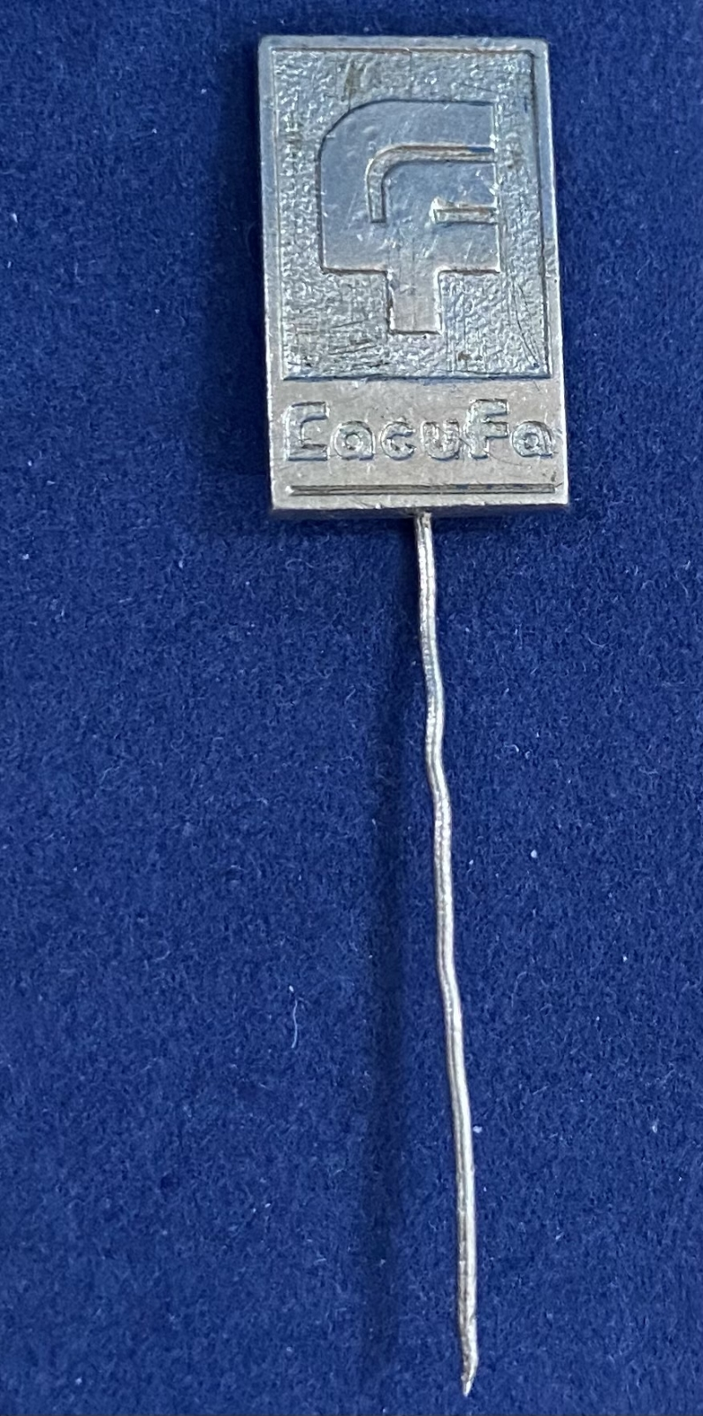 Значок на иголке LacuFa