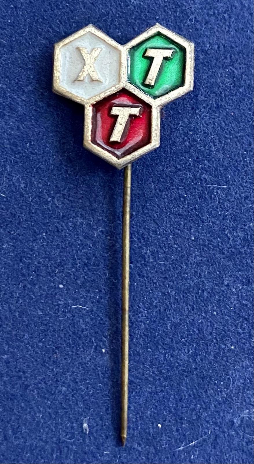 Значок на иголке XTT