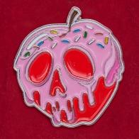 """Значок """"Отравленное яблоко для Белоснежки"""""""