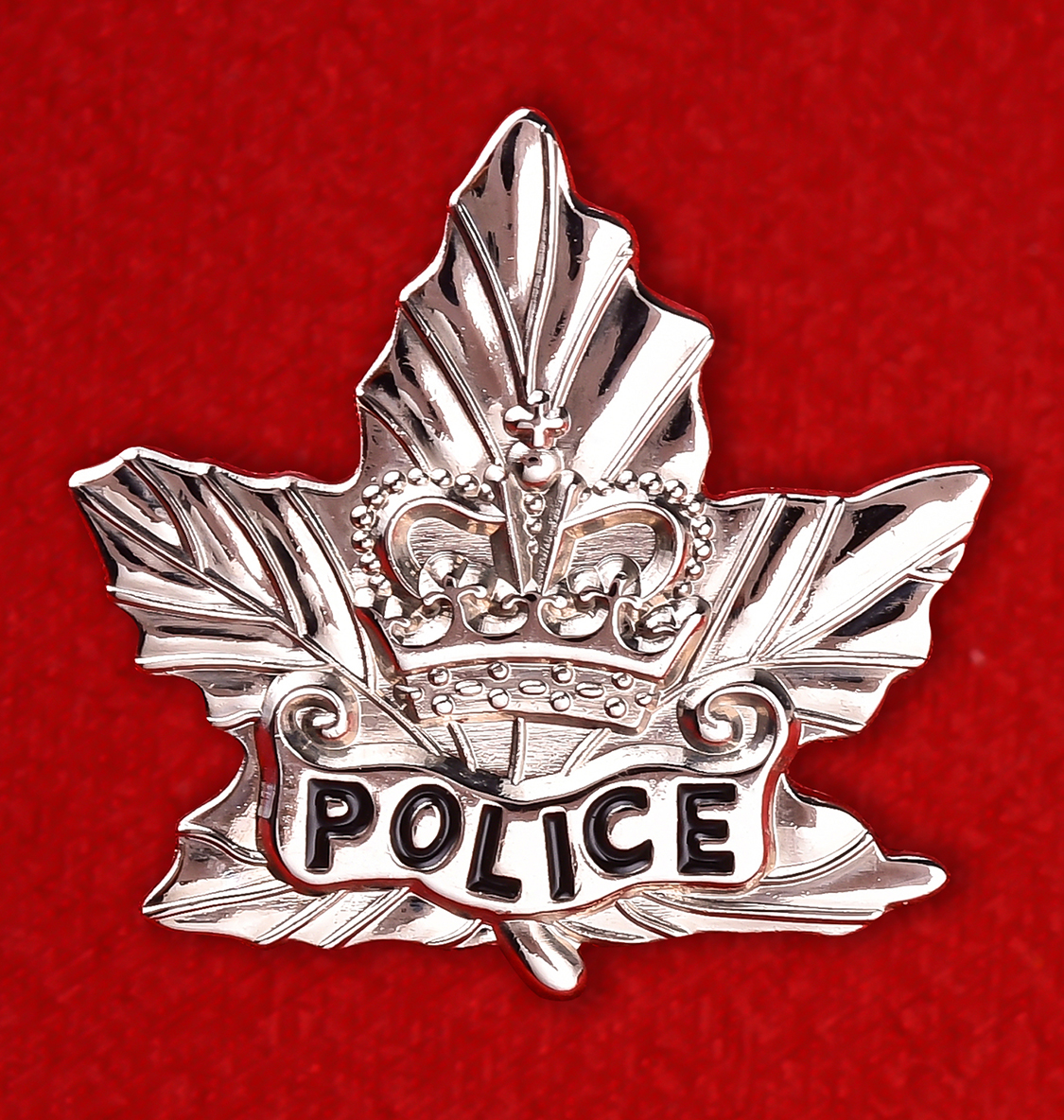 "Значок ""POLICE Maple Leaf Silver Pin"""